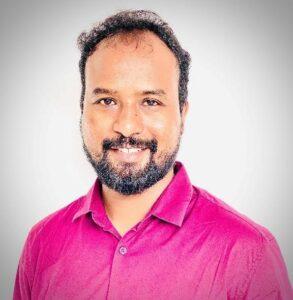 Image of blog author, Dr. Prakash.