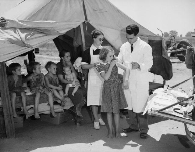 1939 vaccination scene