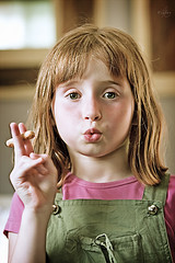 littel girl smoking